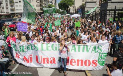 """Las Mujeres Legislativas se sumaron """"al ruidazo"""" del 8M para reclamar por sus derechos en el ámbito del Congreso Nacional."""