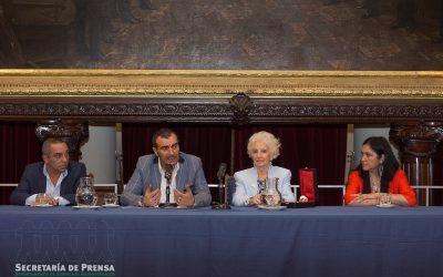 """APL entregó la """"Rosa de Plata a la Mujer Trabajadora 2019"""" a la Presidente de Abuelas de Plaza de Mayo, Estela de Carlotto."""